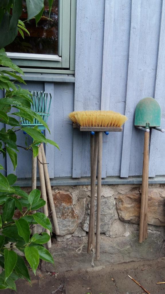 Im Garten wird gebuddelt und gebaut