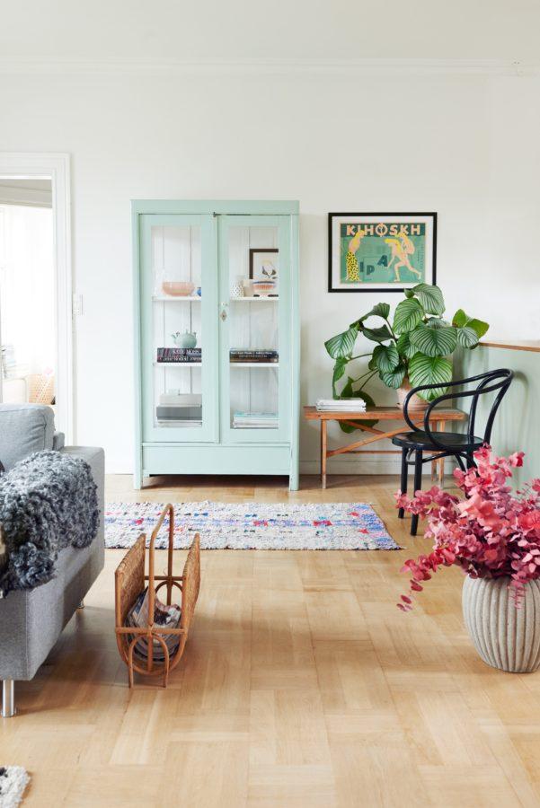 Ein mintfarbenes Regal wirkt leicht und passt perfekt zur Küche.