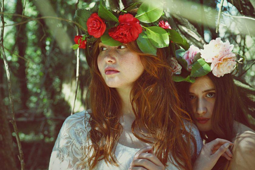 Midsommar: Blumenkränze auf den Kopf und ab in die Natur.