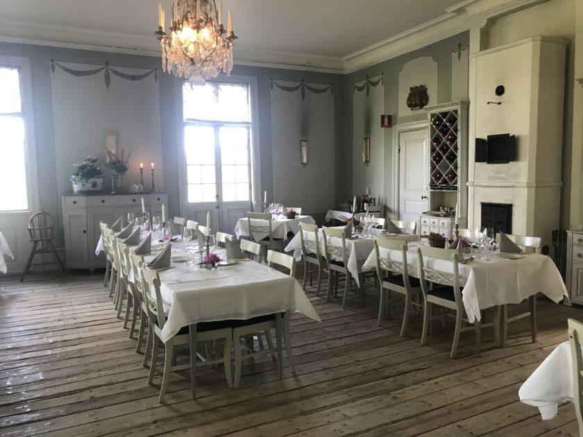 """In der Wreta Gestgifveri kocht nicht nur der Nobelpreis-Koch, sondern das hübsche Restaurant diente auch als Kulisse für die Lindström-Folge """"In deinem Leben""""."""