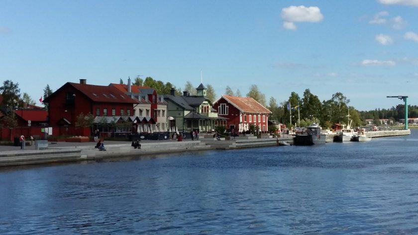 Der Hafen von Nyköping. Rund um das Städtchen liegen viele Drehorte, weil alles ein wenig aussieht, wie im Bilderbuch.