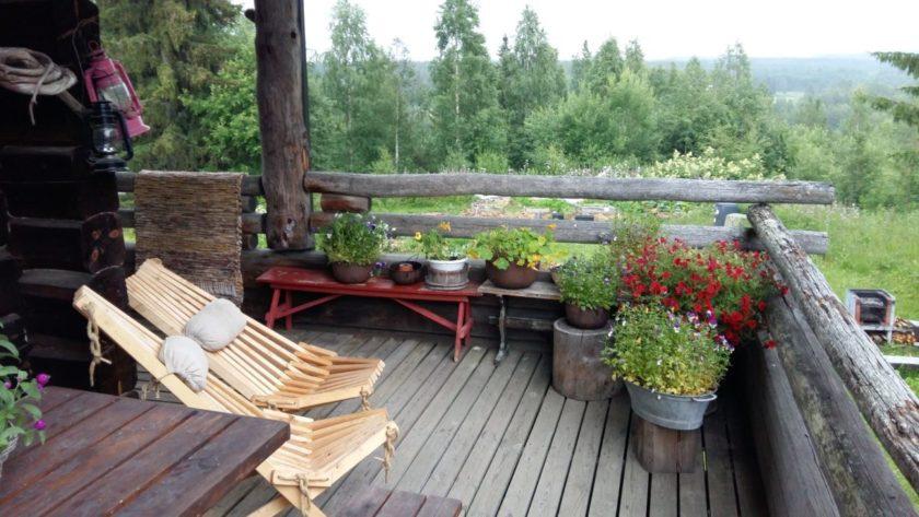 Die wenigen warmen Tage kann man entspannt auf der Veranda verbringen, bevor der lange, kalte Winter das Land wieder in Besitz nimmt.