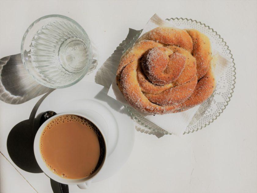 Fluffig-weich und köstlich süß: Die Kardemummabullar im Café Wilmar.