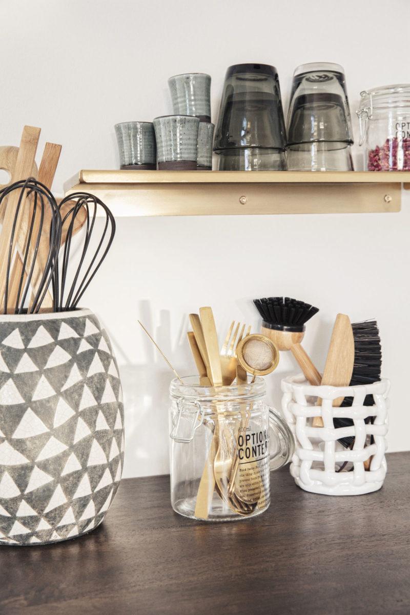 Diese Küchenregale schaffen Ordnung in deiner Küche