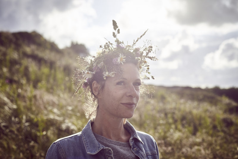 Mittsommer-Blumenkranz selbst binden – so geht's