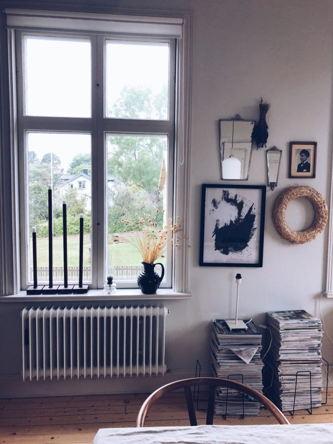Fensterblick mit Dekoration