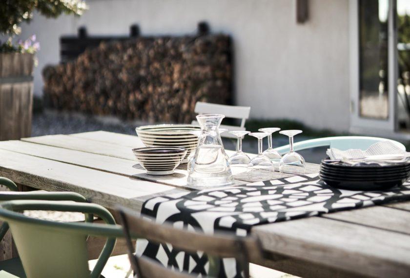 Auf Gotland scheint die Sonne überdurchschnittlich viel und lange: Zeit, alle Mahlzeiten nach draußen zu verlegen.