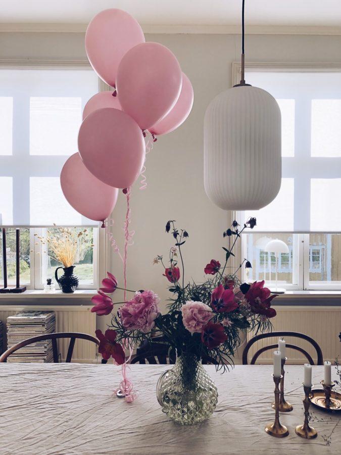 Tisch mit Ballons